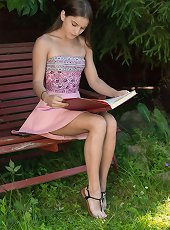 Evelina Darling masturbates on her bench outside